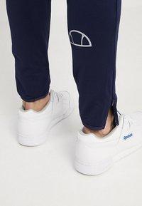 Ellesse - RUN - Teplákové kalhoty - navy - 3