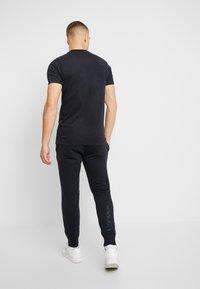 Ellesse - MIRKO - Teplákové kalhoty - black - 2