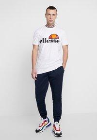Ellesse - BERTONI JOG PANT - Teplákové kalhoty - navy - 1