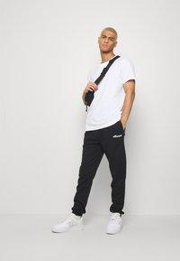 Ellesse - SANT ANDREA - Spodnie treningowe - black - 1