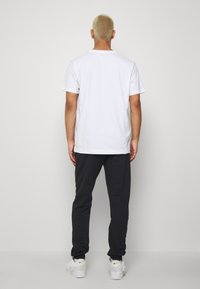 Ellesse - SANT ANDREA - Spodnie treningowe - black - 2