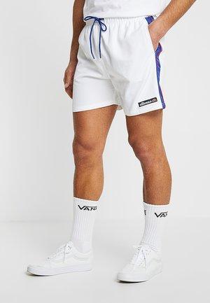 APIRO - Shorts - white