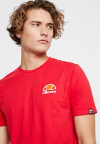 Ellesse - CANALETTO - Printtipaita - red - 4