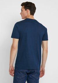 Ellesse - APREL - T-shirt imprimé - navy - 2