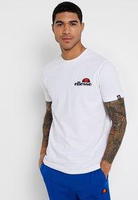 Ellesse - VOODOO - T-shirt imprimé - white - 0