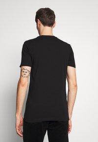 Ellesse - VOODOO - T-shirt z nadrukiem - black - 2