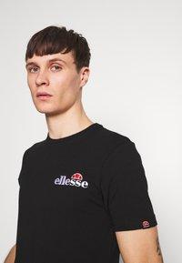 Ellesse - VOODOO - T-shirt z nadrukiem - black - 4