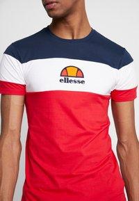 Ellesse - BENIZZI - T-shirt imprimé - red - 4
