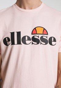 Ellesse - PRADO - Printtipaita - light pink - 5