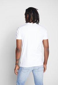 Ellesse - LORI - T-shirt z nadrukiem - white - 2