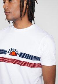 Ellesse - LORI - T-shirt z nadrukiem - white - 4