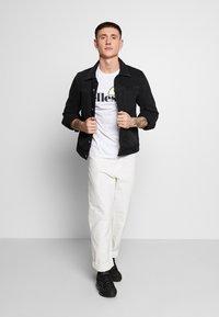 Ellesse - FEETA - T-shirt med print - white - 1
