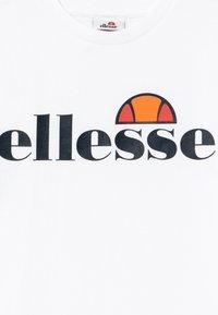 Ellesse - JENA - T-shirt z nadrukiem - white - 3