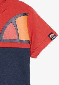 Ellesse - ADELO - T-shirt med print - red - 2