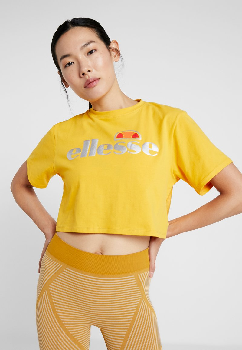 Ellesse - BARLETINO - T-shirt imprimé - dark yellow