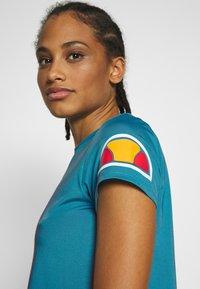 Ellesse - HEPBURN - T-shirts med print - blue - 3