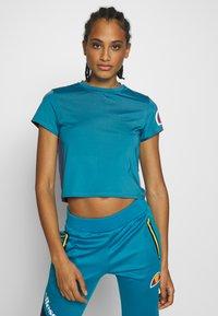 Ellesse - HEPBURN - T-shirts med print - blue - 0