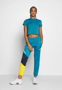 Ellesse - HEPBURN - T-shirts med print - blue - 1