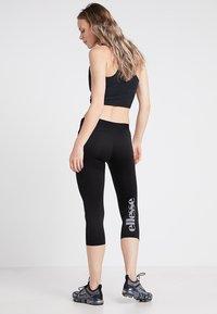 Ellesse - PORTICI - Pantalon 3/4 de sport - black - 2