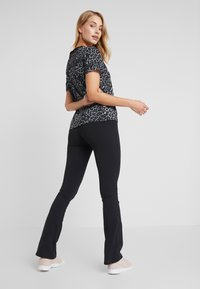 Ellesse - MOLVENO - Spodnie materiałowe - black - 2