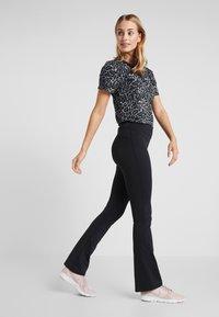 Ellesse - MOLVENO - Spodnie materiałowe - black - 1