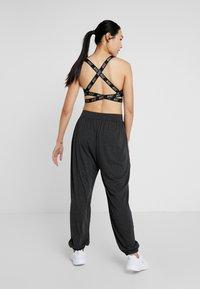 Ellesse - SAWHNEY - Pantalon de survêtement - dark grey marl - 2