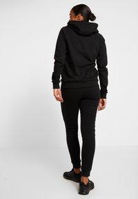 Ellesse - CARPENA - Spodnie treningowe - black - 2