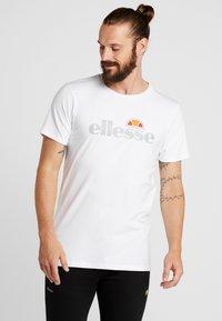 Ellesse - CELLA - Printtipaita - white - 0