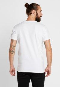 Ellesse - CELLA - Printtipaita - white - 2