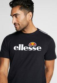 Ellesse - CELLA - Printtipaita - black - 5
