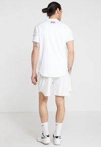 Ellesse - LLOYD - Pantalón corto de deporte - white - 2