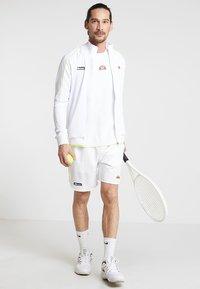 Ellesse - LLOYD - Pantalón corto de deporte - white - 1