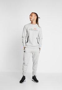 Ellesse - OSTERIA - Pantalones deportivos - grey marl - 1