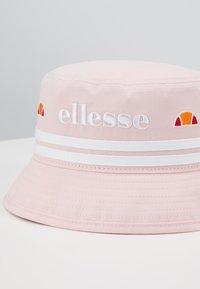 Ellesse - FLORENZI BUCKET HAT - Hattu - light pink - 4
