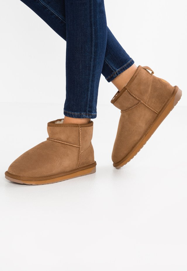 STINGER - Winter boots - chestnut