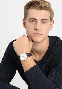Emporio Armani Connected - Smartwatch - braun - 0