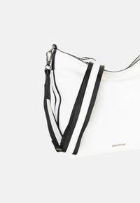 Emily & Noah - LUNA - Across body bag - white - 6