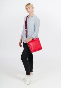 Emily & Noah - LUNA - Across body bag - red - 1