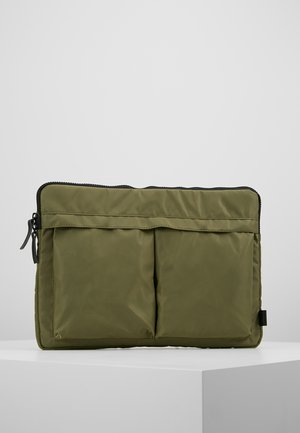 HELMET SLEEVE TWO POCKET - Taška na laptop - army green heavy