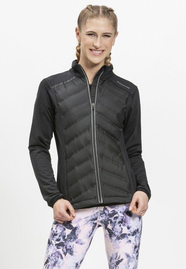 MIT WARMER WINTERSTEPPUNG - Outdoor jacket - black