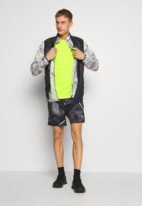 Endurance - VERNON PERFORMANCE TEE - T-shirt basic - safety yellow - 1