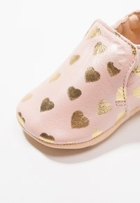 Easy Peasy - BLUMOO LOVELY - Chaussons pour bébé - rose baba/or - 5