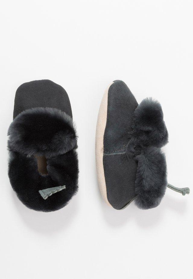 MINION - První boty - gris fonce