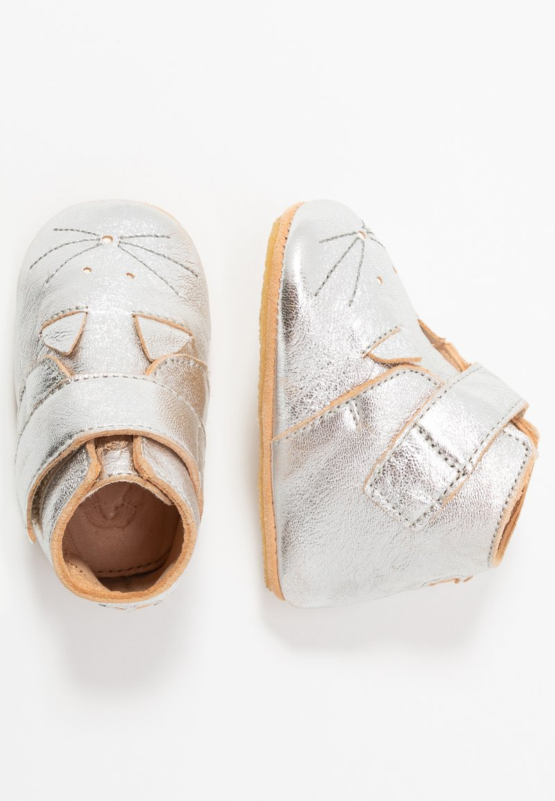 Easy Peasy - KINY COLLIER CHAT GIFT SET - First shoes - silver