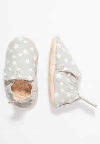 Easy Peasy - BLUMOO NUIT - Chaussons pour bébé - plume/blance - 0