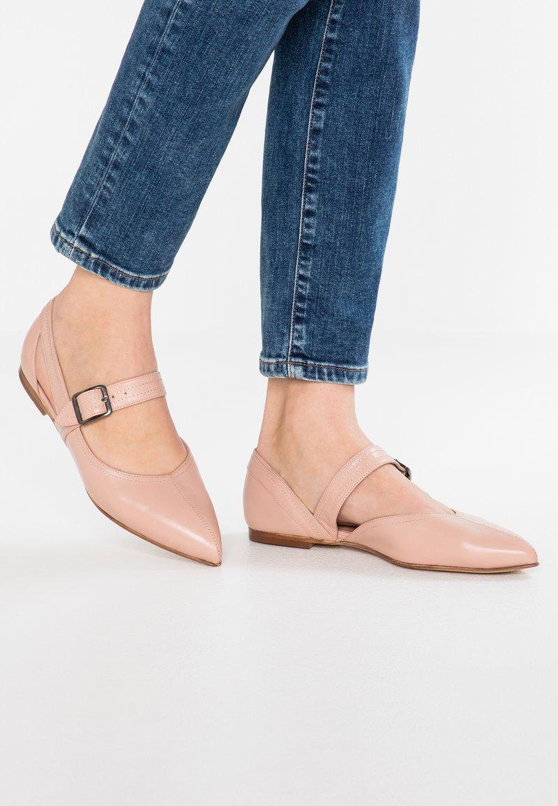 Erika Rocchi - Ankle strap ballet pumps - skin