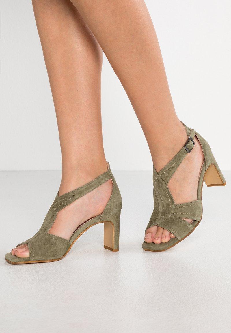 Erika Rocchi - Sandaler - kaki