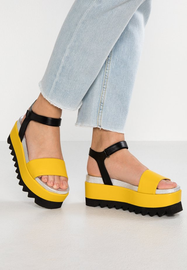 Sandały na platformie - sole/nero/argento