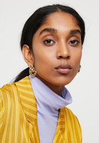ERASE - MOLTEN KNOT STATEMENT STUDS - Earrings - gold-coloured - 1