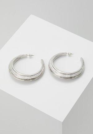 ETCHED DETAIL HOOP - Pendientes - silver-coloured